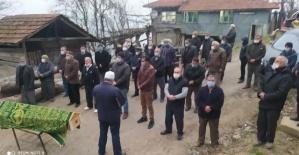 Bartın'da karantinadaki köyün kontrol noktasında cenaze namazı