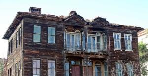 Bartın'da Tescilli Tarihi Bina Alev Alev Yandı