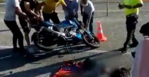 Minibüsle çarpışan motosikletin sürücüsü hayatını kaybetti