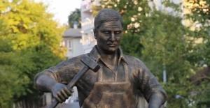 Bartın'da Demirci Heykeline Sembolik Açılış