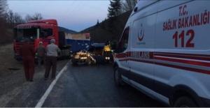 Bartın'da Otomobil Mermer Yüklü TIR'la Çarpıştı