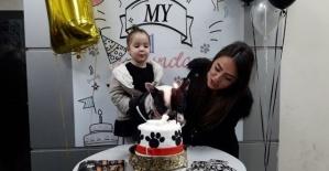 Bartın'da Köpeği için doğum günü partisi düzenledi