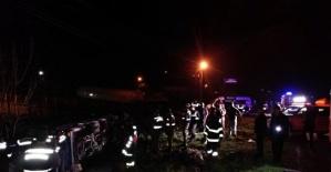 Amasra'ya giden midibüs şarampole devrildi: 13 yaralı