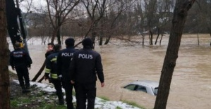 Bartın'da Sular Yükseldi, Yollar Kapandı