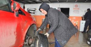 Bartınlı Kadın girişimci, KOSGEB kredisi ile oto lastik tamirhanesi açtı