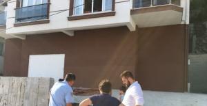 Bartın'da halı silkeleyen öğrenciler yere düştü: 3 yaralı