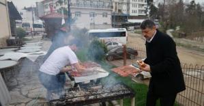 Bartın Belediyesinden Öğrencilere sucuk Ekmek Ziyafeti