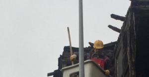Bartın'da tarihi binanın risk taşıyan bölümleri söküldü