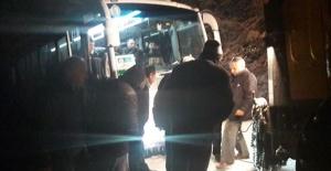 Bartın'da Karda Mahsur Kalan Otobüs Kurtarıldı