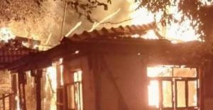 Bartın Ulus'ta İki Katlı Ev Kül Oldu