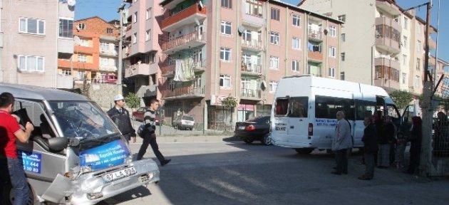 15 Yolcusu Bulunan Minibüs Kaza Yaptı
