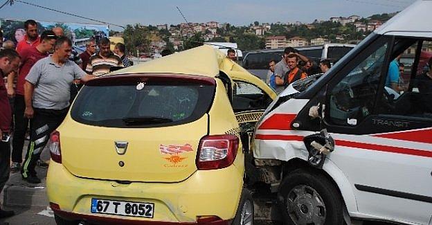 Ambulans Kaza Yaptı, Meslektaşları Yardıma Koştu