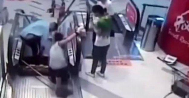 Çin'de bir yürüyen merdiven kazası daha !