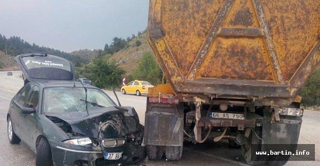 Kamyon İle Otomobil Çarpıştı: 5 Yaralı