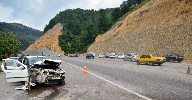 Kamyon Otomobille Çarpıştı: 7 Yaralı