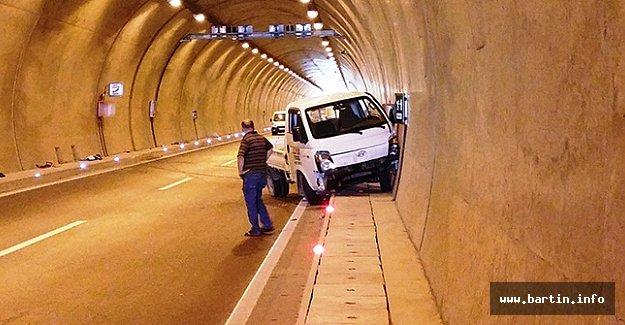Otomobil Tünel İçinde Takla Attı: 4 Yaralı - VİDEO