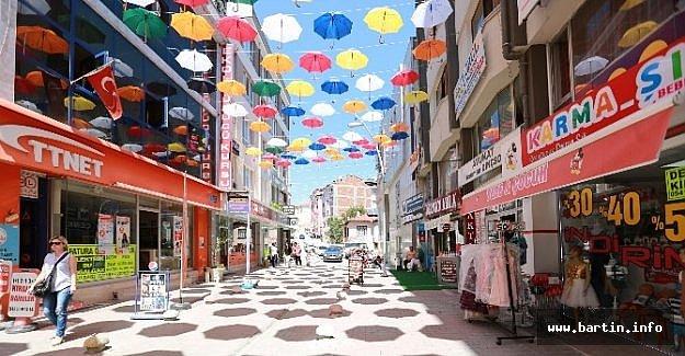 Şemsiyeli Sokak Beğeni Topladı