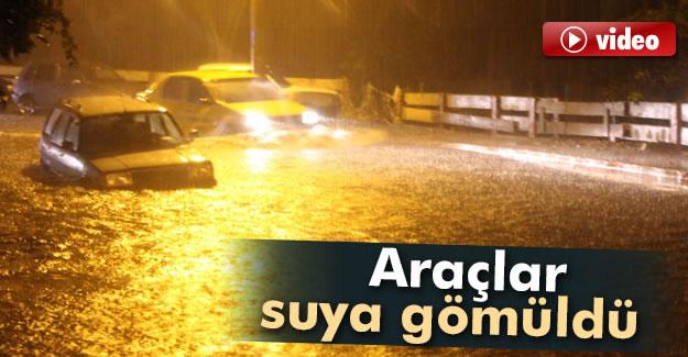 Araçlar Suya Gömüldü - VİDEO