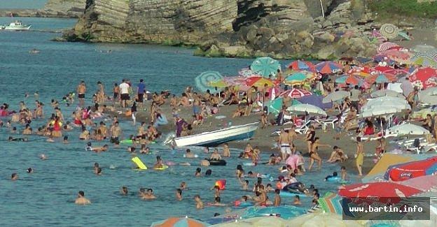 Karadeniz'de Plajlar Tıklım Tıklım