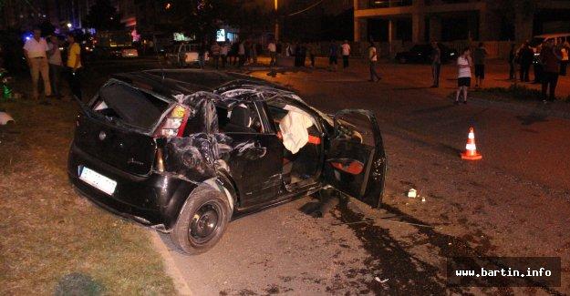 Karşı Şeride Geçen Otomobildeki Yaralılar Kaçtı