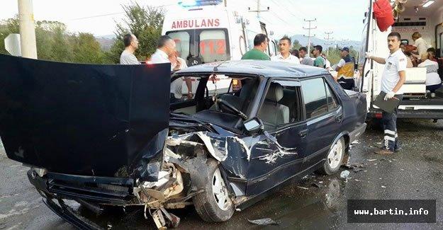 Otomobil İşçi Servisine Çarptı: 4 Yaralı