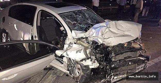 Otomobille TIR Kafa Kafaya Çarpıştı: 4 Yaralı