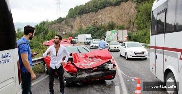 Yolcu Minibüsüyle Otomobil Çarpıştı: 1'i Çocuk 9 Yaralı