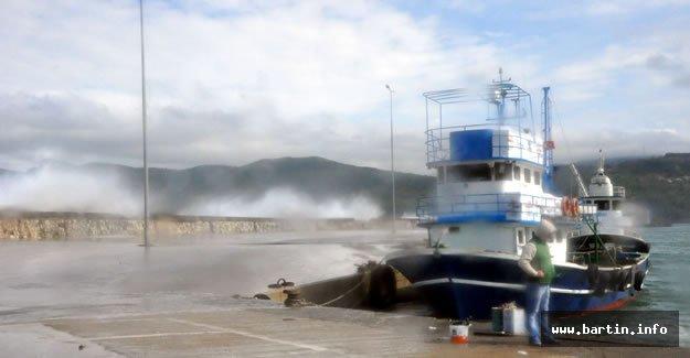 Dev Dalgalar Balıkçıları Vurdu