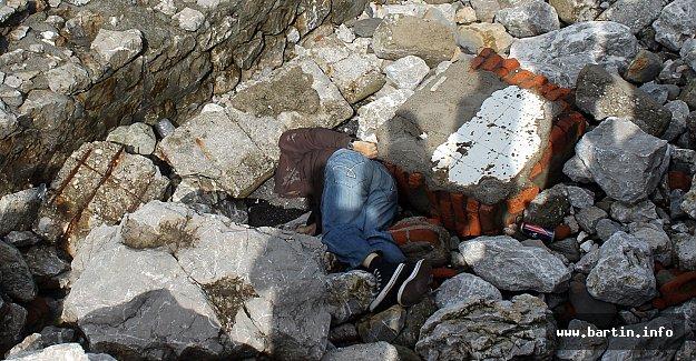 Emekli Memur Kayalıklarda Ölü Bulundu