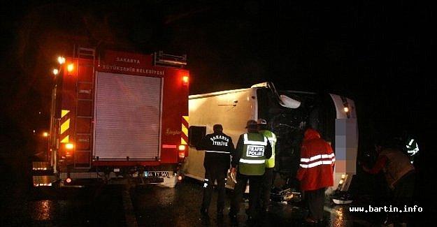 Karabük otobüsü TEM'de devrildi: 25 yaralı