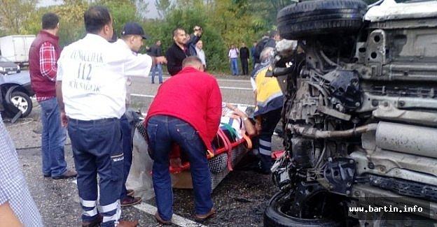 Otomobil İkiye Bölündü: 1 Ölü, 6 Yaralı