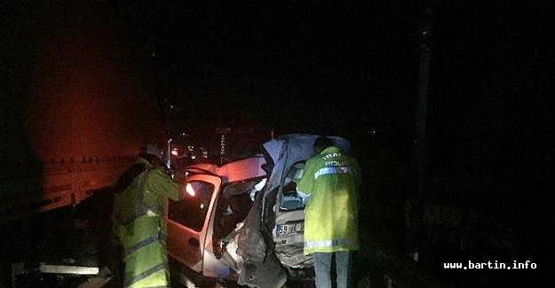TIR Otomobili Ezdi: 1 Ölü, 3 Yaralı