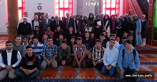 Üniversiteli Gençler Camide