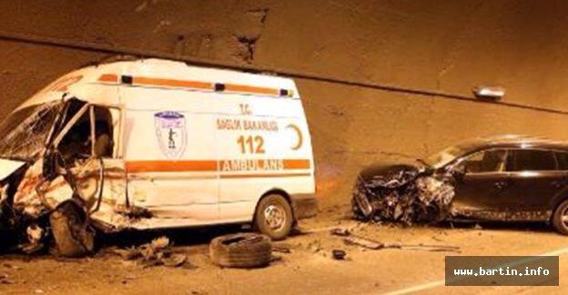 Ambulans ve cip çarpıştı: 3 yaralı