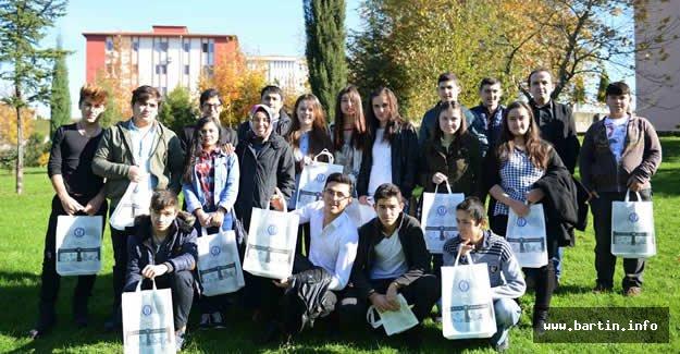 Liseli Öğrenciler Gelecekteki Okullarını Gezdiler