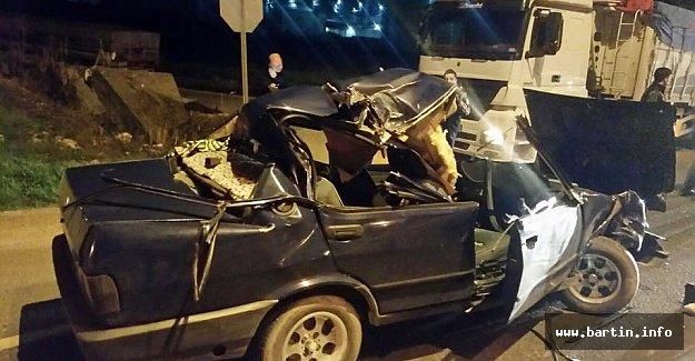 Otomobil Tır'ın Altına Girdi: 2 Yaralı