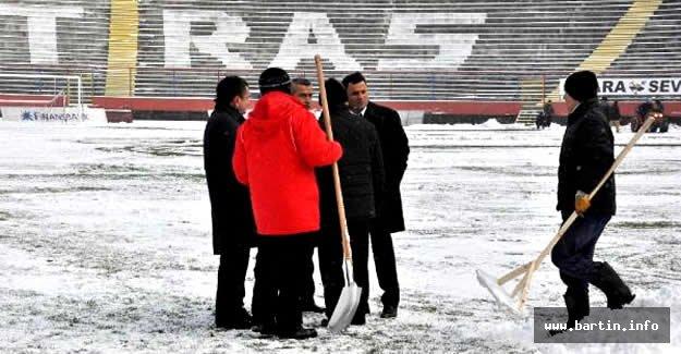 Zonguldak Kömürspor-Kırıkhanspor maçına kar engeli