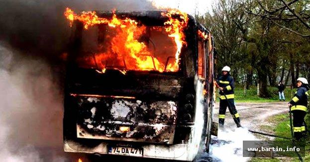 Bartın'da İşçi Minibüsü Alev Alev Yandı