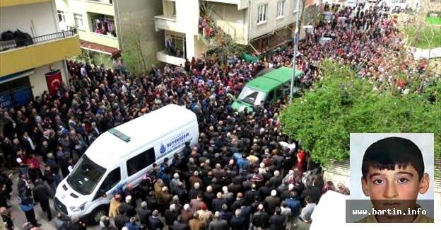 Beratcan'ı evinin önünden yüzlerci kişi uğurladı