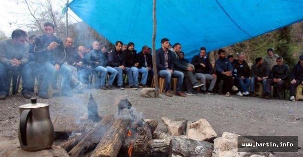 İşten çıkarılan 138 taşeron işçinin eylemi sürüyor