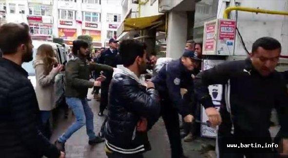 Karşıt görüşlü iki grup kavga etti: 6 Gözaltı