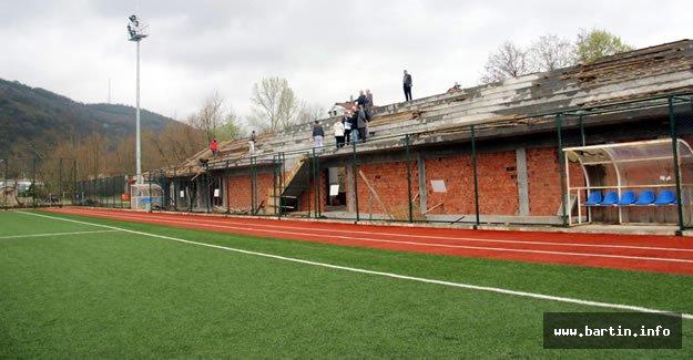 Kozcağız Stadı Tribün İnşaatı Devam Ediyor