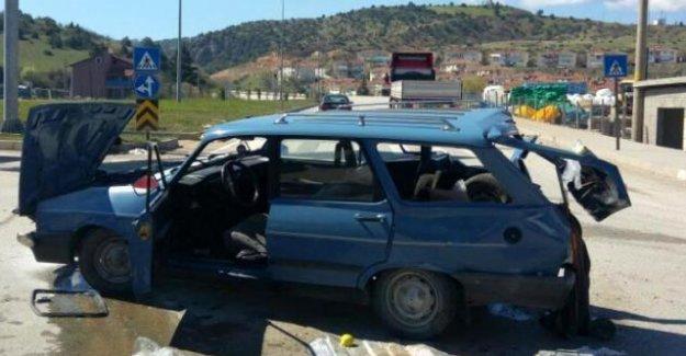 Otomobil ve TIR çarpıştı: 3 yaralı