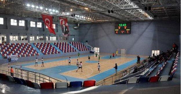 Spor salonu, ihaleden 20 yıl sonra tamamlandı