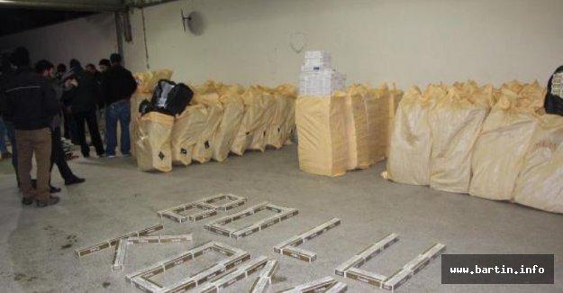 TIR'da 105 bin 250 paket kaçak sigara