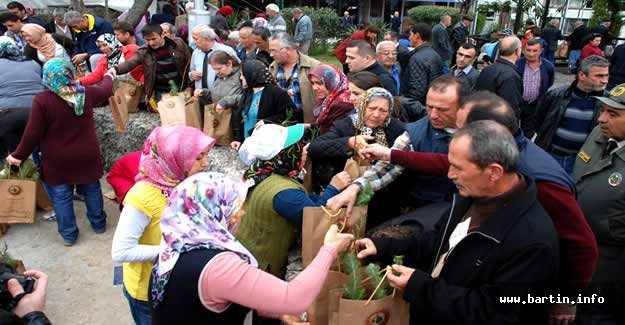 Vatandaşlardan Ücretsiz Fidana Yoğun İlgi