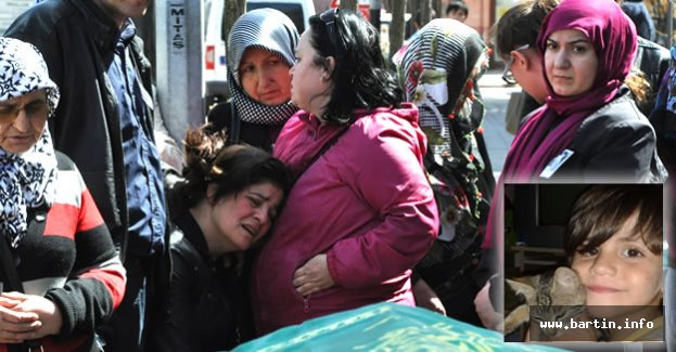 Amasra Minik Burak'ı Gözyaşlarıyla Uğurladı
