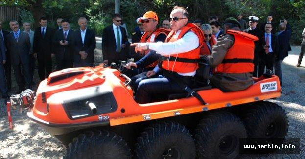 Bartın Valisi AFAD'ın 8x8 Amfibik Aracı Denedi