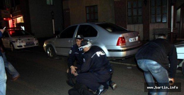 İkiz plakalı otomobilde bomba paniği