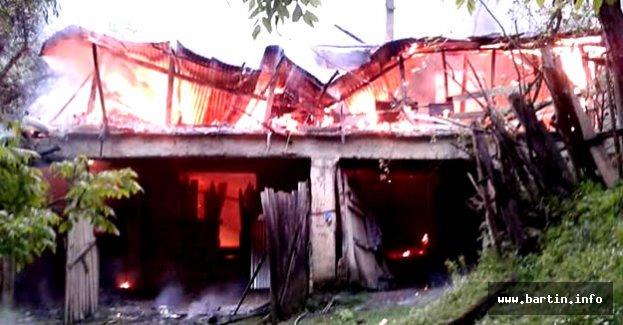 Kozcağız'da İki Katlı Ev Kül Oldu